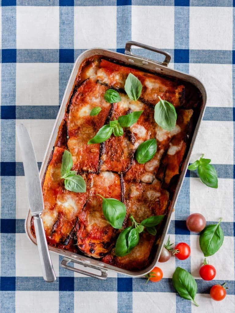 Italiensk Melanzane med aubergine, tomat og ost