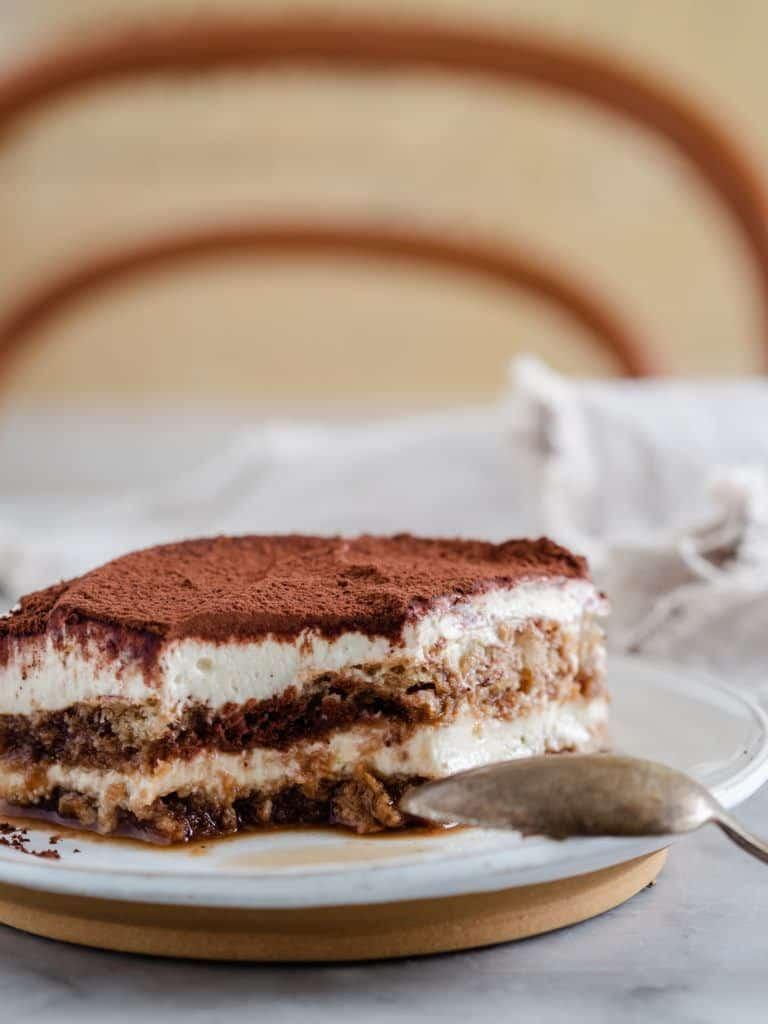 Klassisk italiensk tiramisu kage
