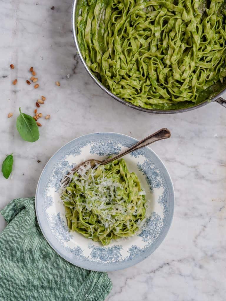 Sådan laver du pesto pasta på 10 minutter