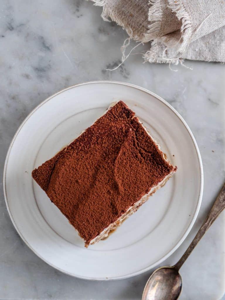 Tiramisu kage med kakaopulver