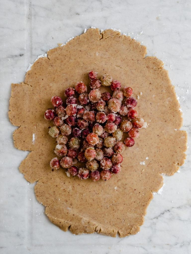 galette med stikkelsbær klar