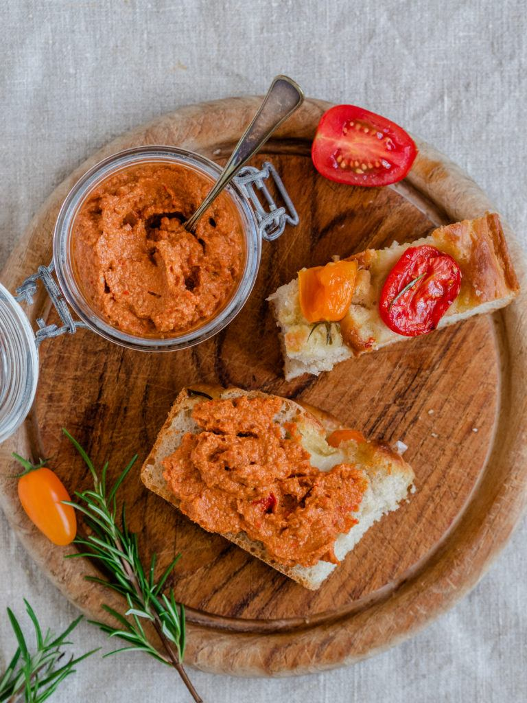 Foccacia med tomat og pesto