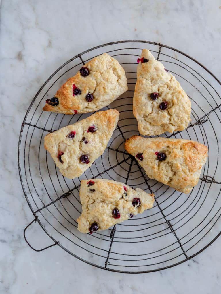 opskrift på scones med blåbær