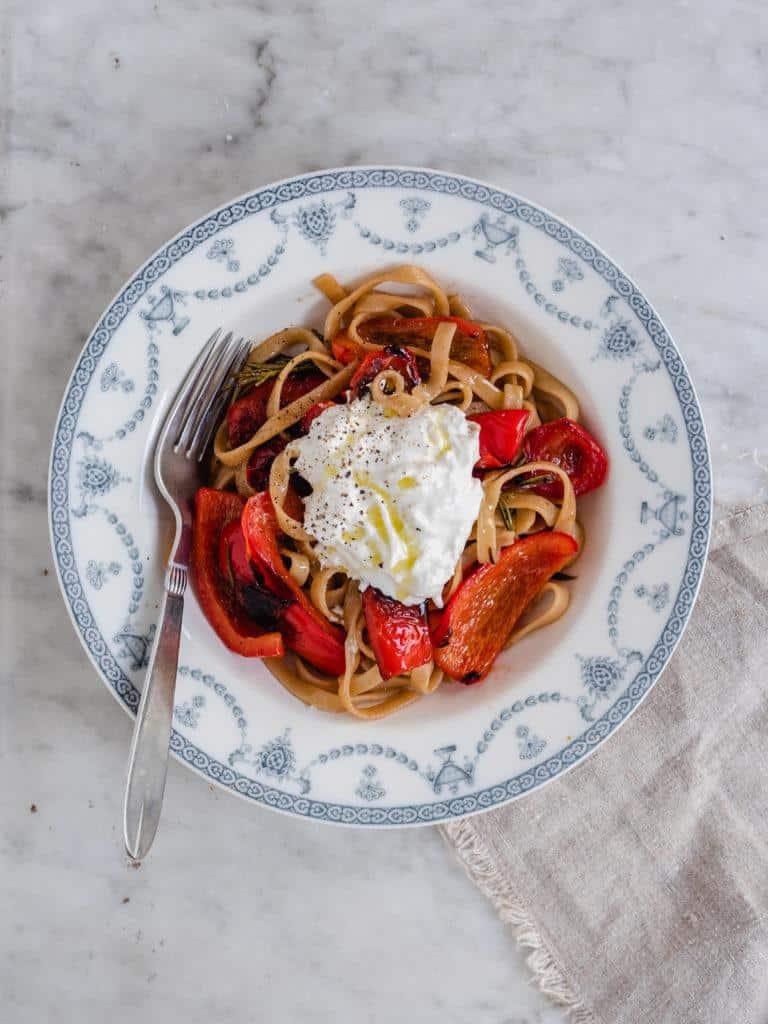 pasta med stegte røde peberfrugter