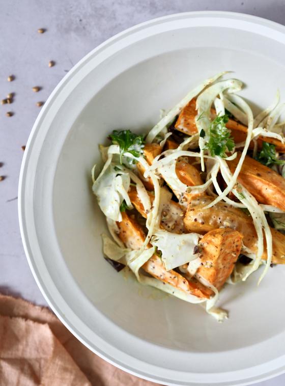 Sød kartoffelsalat med fennikel og hel boghvede i sennepsdressing