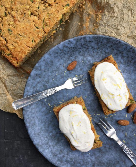 Sukkerfri squashkage med koldskål-inspireret flødeostcreme