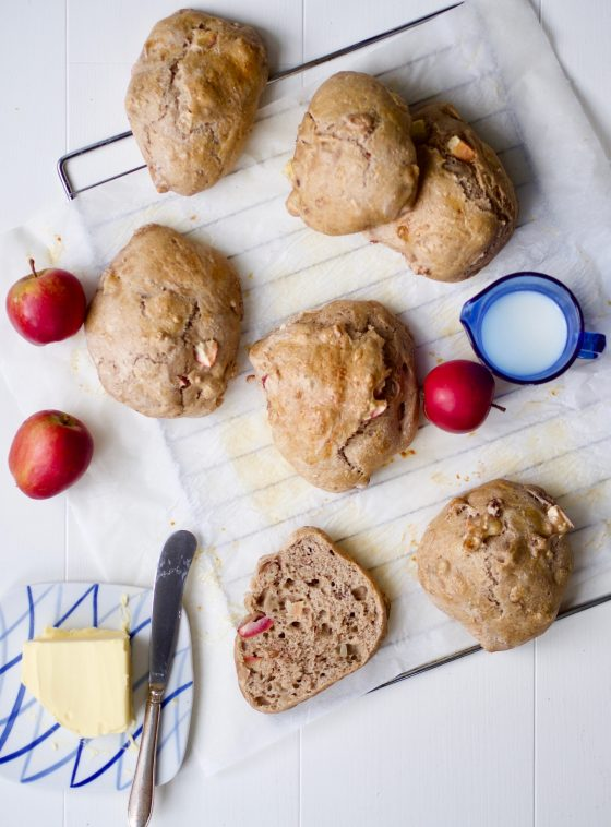 Æbleboller med nødder