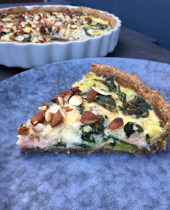 Laksetærte med spinat, porre og hytteost
