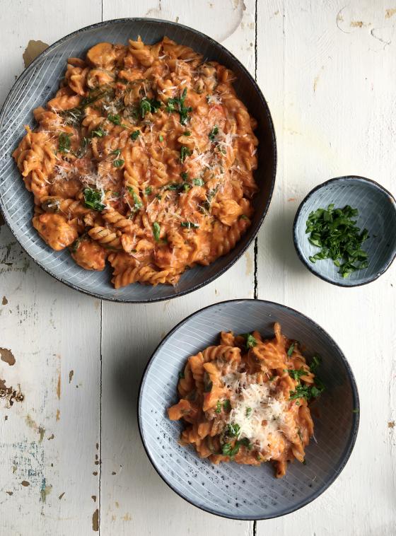 One pot pasta med kylling i cremet tomatsauce